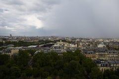 Draufsicht der Parklands und des Paris auf einem Hintergrund von einem stürmischen Lizenzfreie Stockbilder