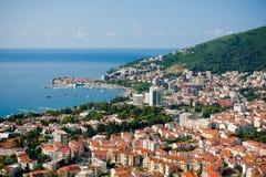 Draufsicht der Seeküste von Budva, Montenegro Lizenzfreie Stockbilder