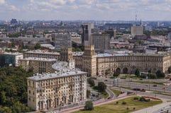 Draufsicht der Straßen und der Quadrate von Moskau von der Spitze eines Wohnblocks auf den Spatzen-Hügeln. Stockfotografie