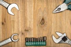 Draufsicht der unterschiedlichen Art der konstruktiven Werkzeuge mit Kopienraum Stockbilder