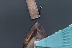 Draufsicht der Unterstützung und der Grundlage der Brücke, das Wasser Stockbilder