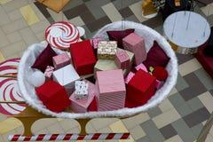 Draufsicht der Weihnachtsmarktgeschenke Stockfotos