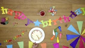 Draufsicht des alles- Gute zum Geburtstaghintergrundthemas stock video footage