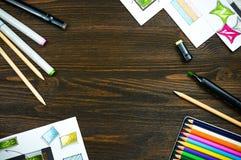 Draufsicht des Arbeitsplatzes eines Designers mit copyspace Stockfotos