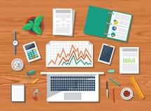 Draufsicht des Arbeitsplatzes mit Laptop und Geräten Lizenzfreies Stockbild