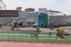 Draufsicht des Ausstellung komplexen Sochi-Museums im Sochi-Olympiapark Stockfotografie