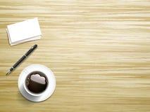 Draufsicht des Briefpapiers und des Kaffees Stockbilder
