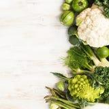 Draufsicht des grünen Gemüses und der Früchte Lizenzfreie Stockfotos
