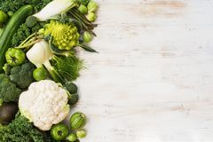 Draufsicht des grünen Gemüses und der Früchte Lizenzfreie Stockfotografie
