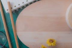 Draufsicht des Gummischneiders, Notizbuch, Bleistift, idealer Gebrauch für Hintergrund Stockbild