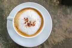 Draufsicht des heißen Cappuccinokaffees lizenzfreie stockfotos