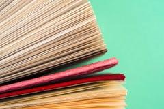 Draufsicht des hellen bunten gebundenen Buches bucht in einem Kreis Lizenzfreie Stockfotos