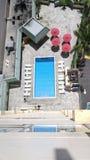 Draufsicht des Hotel-Pools Lizenzfreies Stockfoto