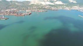 Draufsicht des Jachthafens und des Kais von Novorossiysk stock footage