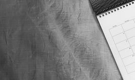 Draufsicht des Kalenders oder des Planers auf einem Schreibtisch lizenzfreies stockbild