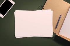 Draufsicht des leeren Weißbuchblattes Stockbild