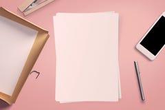 Draufsicht des leeren Weißbuchblattes Stockbilder