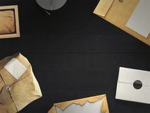Draufsicht des leeren Weißbuchblattes mit Bürowerkzeugen Arbeitsplatzspott oben Lizenzfreies Stockfoto