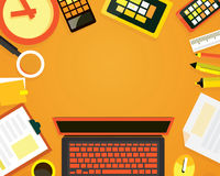 Draufsicht des modernen Arbeits-Schreibtisches Stockbild