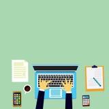 Draufsicht des modernen Arbeits-Schreibtisches Stockbilder