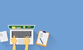 Draufsicht des modernen Arbeits-Schreibtisches Stockfotos