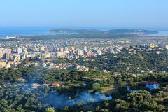 Draufsicht des Morgens über Vrore-Stadt Albanien Lizenzfreie Stockbilder