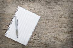 Draufsicht des Notizbuches und des Stiftes Stockfotos