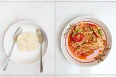 Draufsicht des Papayasalats mit klebrigem Reis, thailändisches lokales Lebensmittel Lizenzfreies Stockbild