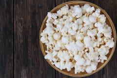 Draufsicht des Popcorns lizenzfreie stockfotos