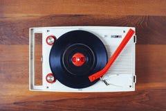 Draufsicht des Retro- Gegenstandes Vinylrekordspieler Weinlese stockfoto