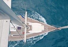 Draufsicht des Segelnbootes stockfotografie