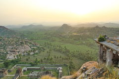 Draufsicht des Sonnenaufgang- und Achyutaraya-Tempels, Hampi, Indien Lizenzfreies Stockbild