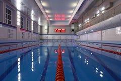 Draufsicht des Swimmingpools Stockbild