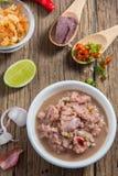 Draufsicht des thailändischen würzigen Lebensmittels mit Garnelenpaste Stockfotos
