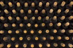 Draufsicht des Weinflaschen-Hintergrundes Stockbilder