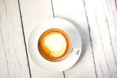 Draufsicht ein Schale Lattekunstkaffee lizenzfreies stockbild