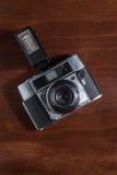 Draufsicht einer Weinlesekamera mit Blinken Stockbilder