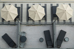 Draufsicht eines EigentumswohnungsSwimmingpools mit leerer whiteTop zwei Ansicht O Stockbilder
