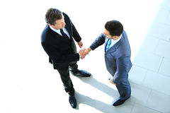 Draufsicht eines Geschäftsmannes zwei, der Hände rüttelt Lizenzfreie Stockfotos