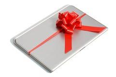 Draufsicht eines Laptopgeschenks mit einem roten Band Lizenzfreie Stockfotografie