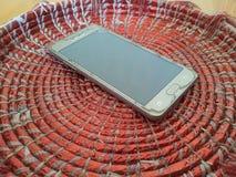 Draufsicht eines Mobiles auf einem bunten Changair Stockfoto
