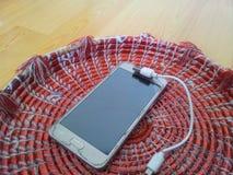 Draufsicht eines Mobiles mit Studenten auf einem bunten Changair Lizenzfreies Stockfoto