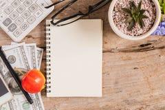 Draufsicht eines Sketchbook Lizenzfreie Stockfotografie