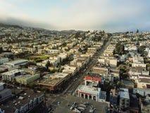 Draufsicht Eureka-Talnachbarschaft mit dem Sommer nebelig in San Fra stockfoto