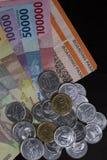 Draufsicht/flache Lage der Illustration für die Ausgabe des Geldes und der Zahlungen für Feiertag in lokalisiertem Schwarzem Stockfoto
