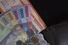 Draufsicht/flache Lage der Illustration für die Ausgabe des Geldes und der Zahlungen für Feiertag in lokalisierter schwarzer Scha Lizenzfreie Stockfotografie