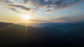 Draufsicht-Luftfoto des Panoramas vom Fliegenbrummen stockbilder