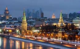 Draufsicht Moskau der Kreml, Innenministerium, Moskau-Stadt in der Winternacht Stockfotos