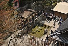 Draufsicht Otowa-keines-taki Wasserfalls an Kiyomizu-Tempel, Japan Lizenzfreies Stockfoto
