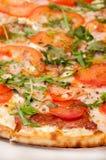 DRAUFSICHT-PIZZA-VEGETARISCHES GRÜNES KÖSTLICHES Stockbild